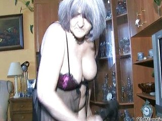 Dirty mature slut gets her pussy licked