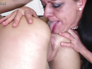 Crazy mature mother fucks hot lesbian girl