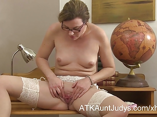 Sexy MILF teacher Sofia Matthews fingers her shaved pussy