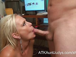 Hot mature secretary gives great head