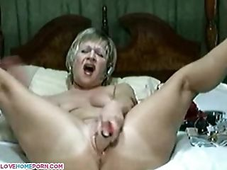 Mature wife is still naughty in bed