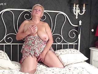 Old BBW is ready to please herself