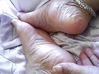 Sexy mature thick latina soles