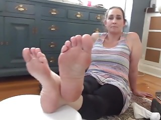 Big mummy feet 40