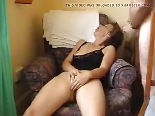 Mature wifey plays with her cootchie and has outstanding ejaculation
