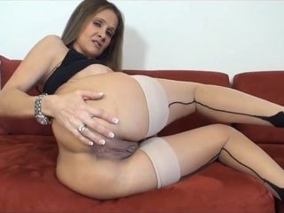 Messy milf Wants jizm On Her butt
