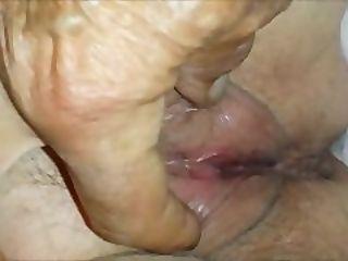Teasing a granny pussy - Closeup