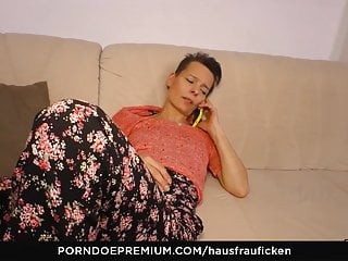HAUSFRAU FICKEN - German wifey tempted and cunny tongued