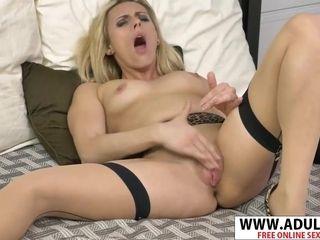 Alluring cougar frigging Her cooter