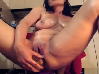 Mature frolicking herself on web cam