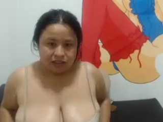 Plus-size cougar aunty finger drilling grubby bellybutton, aroma and demonstrate grubby belly button