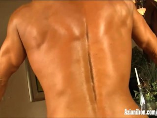 Big bodybuilder flexes her big muscles, strips and plays with her huge clit