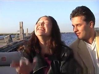 Ricardo krijgt de beurt fore zijn leven op de neukboot