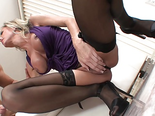 Big tits blonde mature milf in stockings & heels fucks gr8