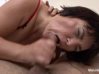 Plumper grandma drills A junior dude On The bed - Mature'NDirty