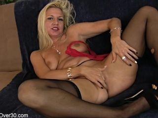 Red-hot mom demonstrates Her vulva