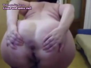 Morose Italian Granny Fists their way age-old Pussy upstairs Cam