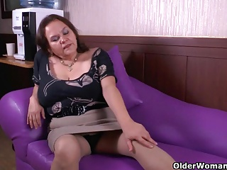 Grandma Gloria's old pussy needs getting off