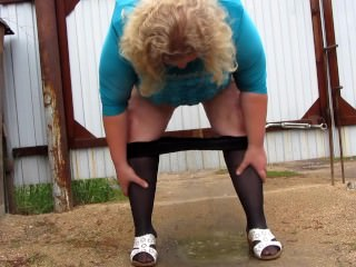 Mature Mother Pissing In Tights