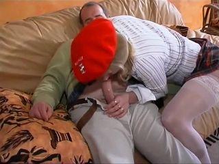 Etudiante fair-haired chaude se masturbe en desounfriendlinesste en reunfriendlinessted qu'une mouthful salvatrice d'un matured vicieux vienne