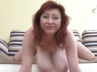 Big saggy boobs milf.