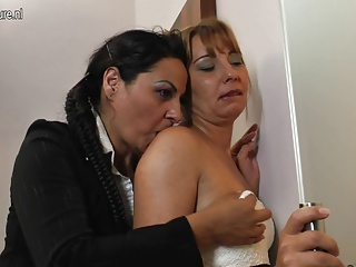 Mature slut mothers takes old black cock