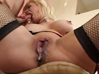 Married whore with used cunt cleans a cock