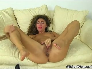 French milf Chloe pleasures say no to pantyhosed pussy