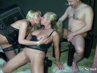 Zwei Deutsche dominatrixs ficken mit ihrem Sklaven im dominatrix Studio