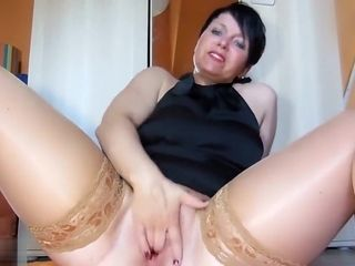 Mature lady enjoys To flash Off