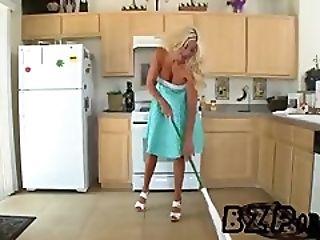 Puma Swede - Mommy Got Boobs - BZPorn.se
