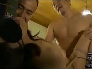 1158.pw 88必发娱乐 淫妻上瘾的老公把妻子捆绑蒙住眼睛 让3个朋友狂操 3P 4P 轮奸