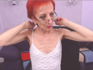 Lean grandma ripples her muscles and does hairplay