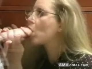 Virginal looking mummy gets an oral internal cumshot