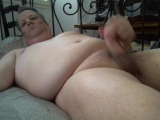 Homme qui se masturbe