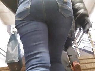 MILF's culo in blue denim
