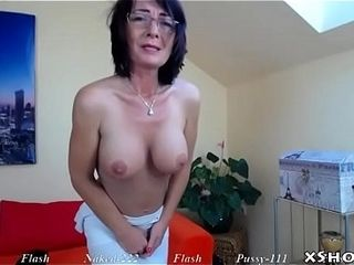 Moist beautiful cougar milking On Camshow