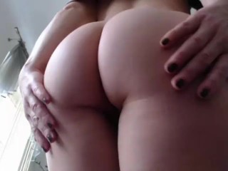 Mother flash backside ON web cam AT HOME - motherMY super-sexy backside