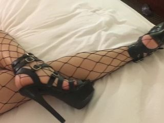 Super-hot cougar in fishnet tights in a motel