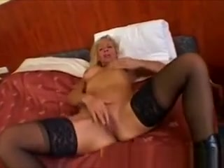Light-haired Mature sport beauty Plays With A fat faux-cock