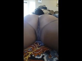 Mature latina with big booty farts and jiggles azz