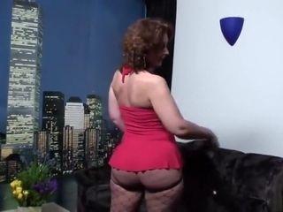 Manuela zuigt en trekt foppish pikken leeg #1