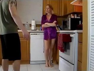 Http://zipansion.com/2Y8a0 ابن ينيك امه في المطبخ ويتحرش بطيزها وهي مبسوطة اااه,الفديو كامل من