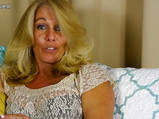 Sexy mature mother with hungry vagina