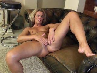 Sweetheart mature in solo act