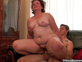 Mom can't control the urge for his throbbing cock