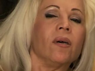 Dildo DP for hot mature blonde
