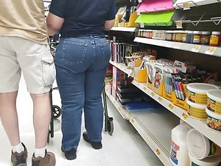 Pawg gilf jeans fume strolling 1