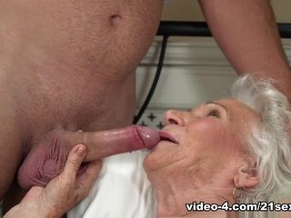 Norma in Rob luvs Norma's cooch - 21Sextreme