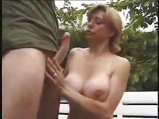 mature with bib boobs